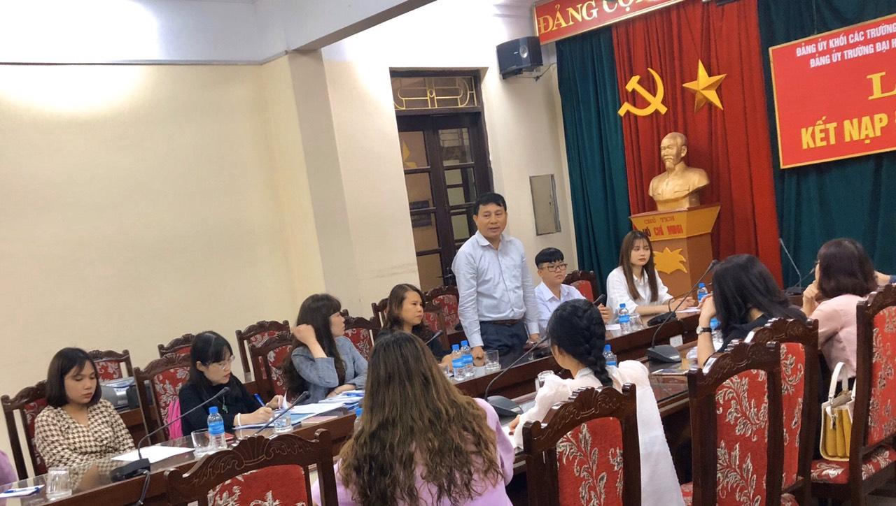 Chi bộ Khoa Du lịch tổ chức lễ kết nạp đảng mới cho 02 sinh viên ưu tú
