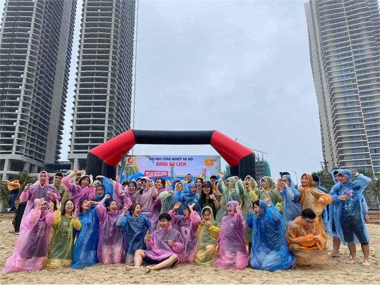 Sinh viên Đại học Du lịch Khóa 13 với Hành trình di sản miền Trung