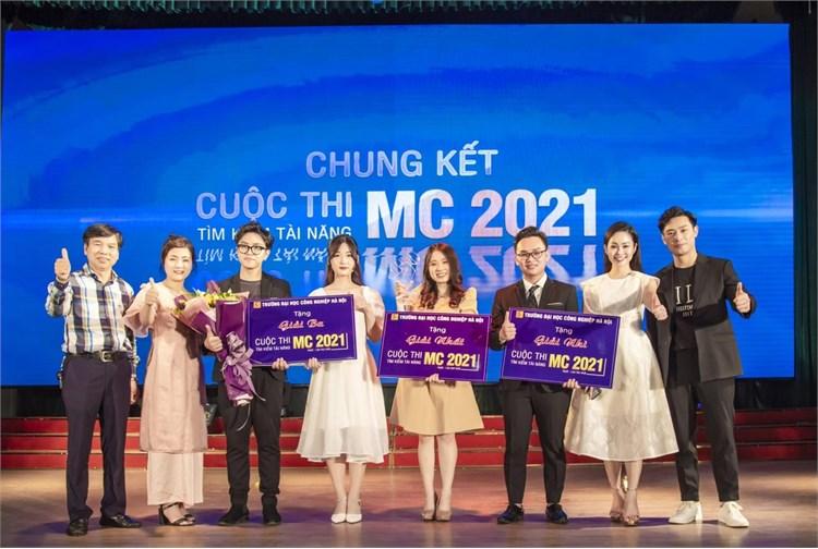 Sinh viên khoa Du lịch đạt giải nhất cuộc thi `Tìm kiếm tài năng MC - HaUI năm 2021`