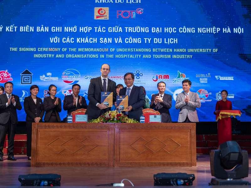 Lễ ký kết biên bản ghi nhớ hợp tác giữa trường Đại học Công nghiệp Hà Nội và các khách sạn