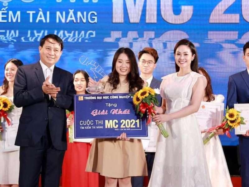 """Sinh viên khoa Du lịch đạt giải nhất cuộc thi """"Tìm kiếm tài năng MC - HaUI năm 2021"""""""